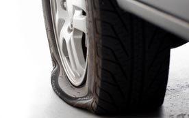 Правила, которые нужно соблюдать, если на скорости пробьётся переднее колесо автомобиля
