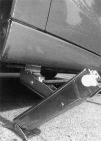 Как поднять машину без домкрата?