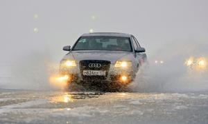 Особенности осеннего вождения: как не попасть в аварию на мокрой дороге и из-за тумана